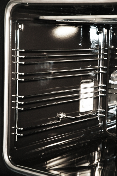 Cavidade lisa com guias laterais amovíveis para fácil limpeza